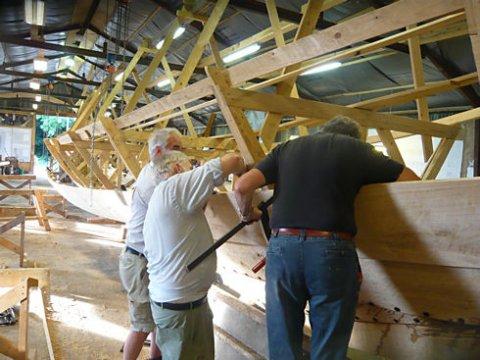 Byggeriet sker i tæt samarbejde med Vikingeskibsmuseet i Roskilde.